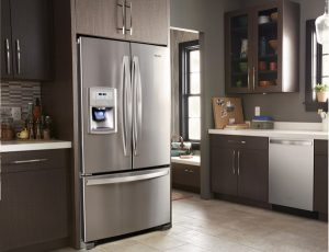 difference between a freestanding refrigerator and a built-in refrigerator